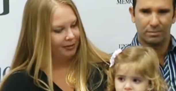 Porodila zdravou holčičku, a to měla nádor v děloze.