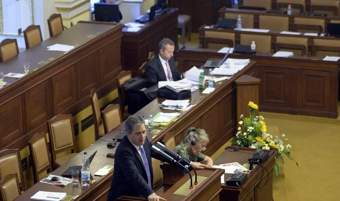 Poslanecká sněmovna během projednávání novely služebního zákona