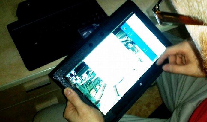Práce s tabletem, ilustrační foto
