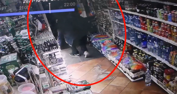 The man stole a matryoshka in the shop, and they broke up with the salesman.