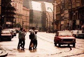 Socialistická Praha bez turistů a barev. Těmto snímkům už dnes nejspíš ani neuvěříte