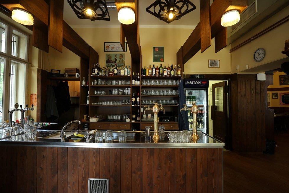Dejvická restaurace U Veverků. (31. května 2021)