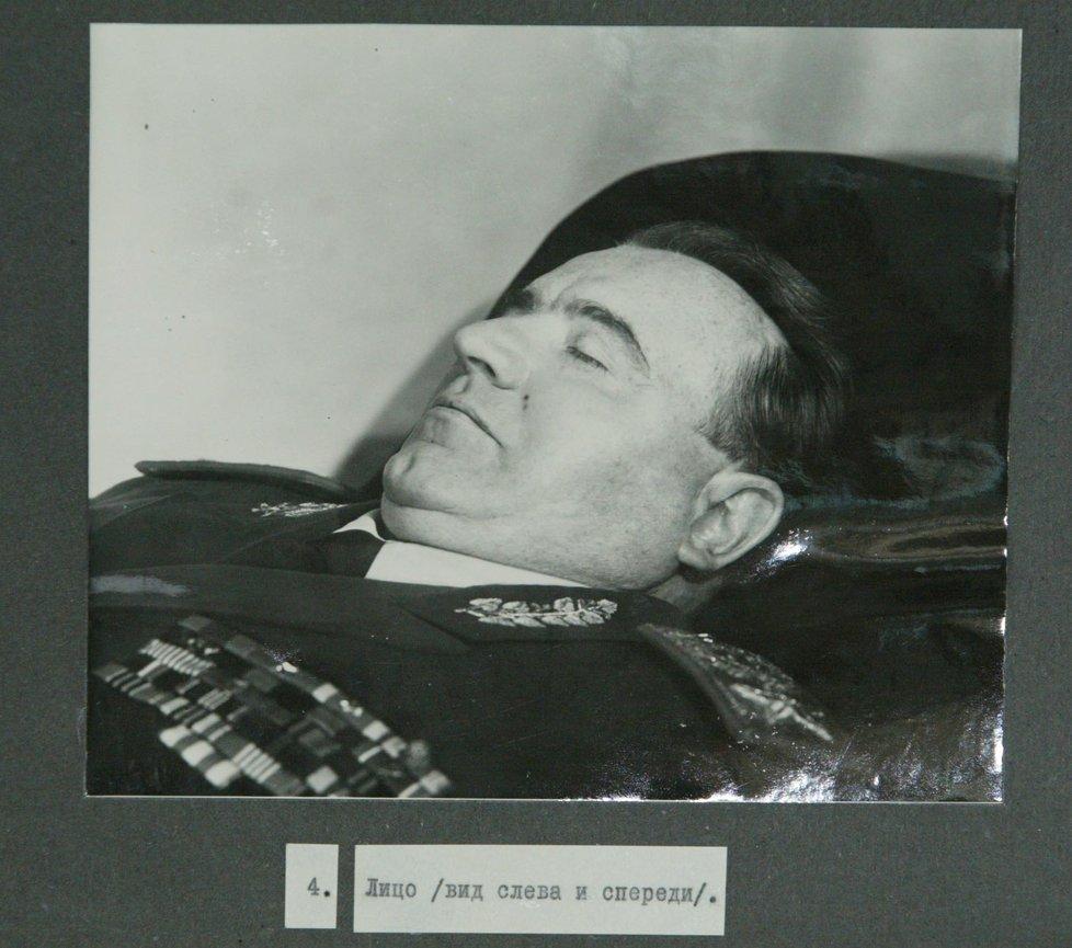 Vystavené tělo prezidenta Klementa Gottwalda.