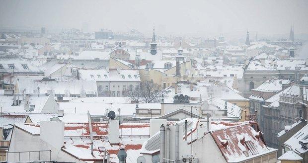 V pátek a o víkendu má do Čech přijít první sníh.