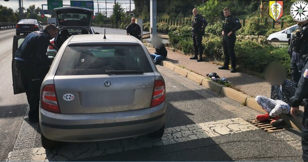 On Saturday, September 25, 2021, police detained a driver in Prague who was driving under the influence of drugs and without a driver's license.