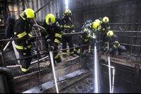Obří požár v malešické spalovně: Stovka hasičů, stamilionové škody! Pár dní bude mimo provoz