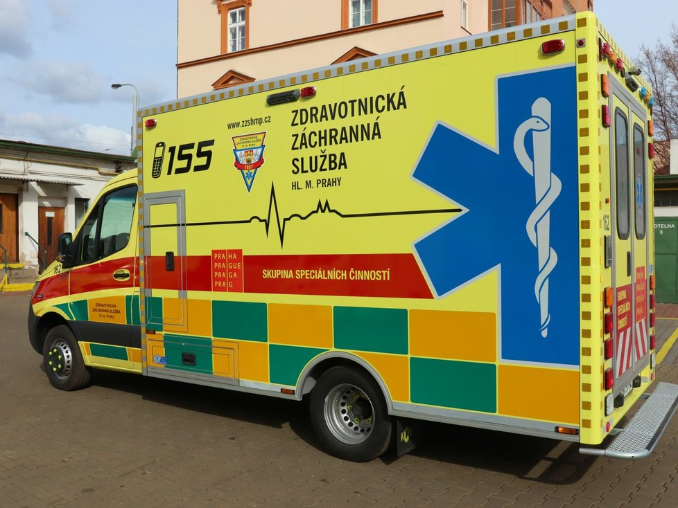 Sanitka pražských záchranářů, jejíž kabinu a ambulantní prostory lze zcela izolovat od okolí.
