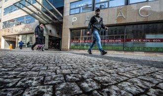 Pražská burza už devět dní klesá. Ztratily akcie Komerční banky a Erste Group Bank