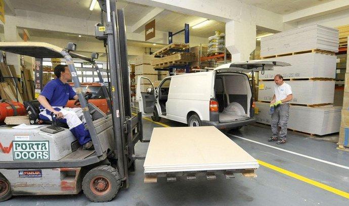 Pražská prodejna drive-in stavebního centra Woodcote usnadňuje stavebníkům odběr zboží přímo do jejich vozidel