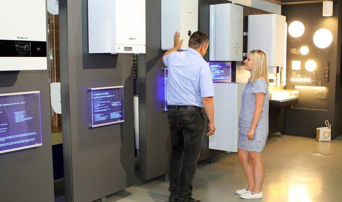 Na snímku nabídka nástěnných plynových kotlů v Centru služeb PRE.