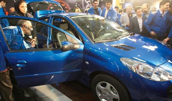 Před sankcemi. Státní automobilka Iran Khodro představila v únoru 2010 v Íránu vyráběnou verzi Peugeotu 207 nazvanou 207i.