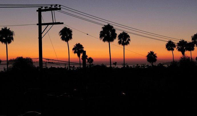 Předměstí kalifornského města San Clemente ponořené do tmy