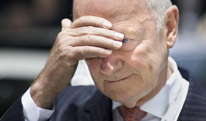 Předseda dozorčí rady Volkswagenu Ferdinand Piëch během jednání, na němž se pokusil prosadit odvolání ředitele automobilky Martina Winterkorna