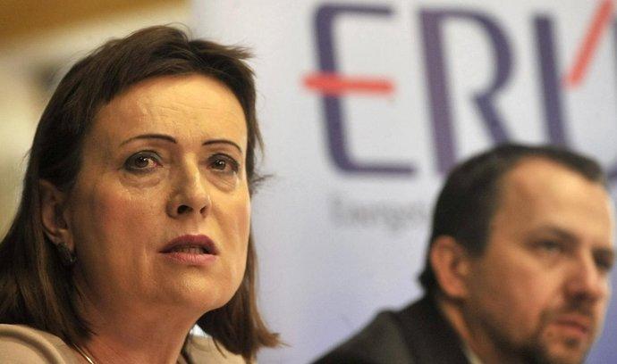 Předsedkyně ERÚ Alena Vitásková. V pozadí místopředseda ERÚ Martin Laštůvka