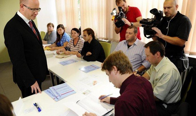Premiér a předseda ČSSD Bohuslav Sobotka odevzdal 10. října ve Slavkově u Brna svůj hlas v komunálních a senátních volbách.