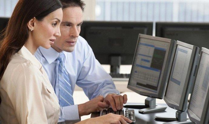 Přes padesát minut z pracovní doby využívají zaměstnanci počítač k soukromým účelům