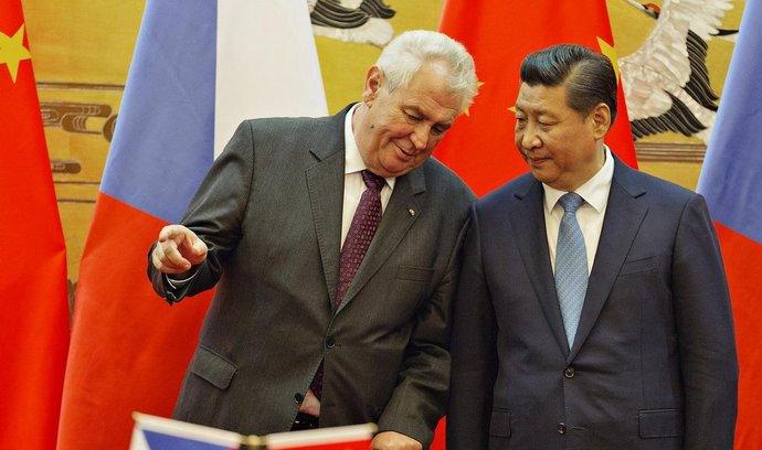 Prezident Miloš Zeman (vlevo) se setkal 27. října s čínským prezidentem Si Ťin-pchingem (vpravo) v Pekingu.