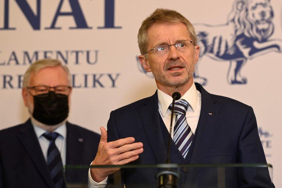 Předseda Senátu Miloš Vystrčil na tiskové konferenci ke zdravotnímu stavu prezidenta Miloše Zemana (15.10.2021)