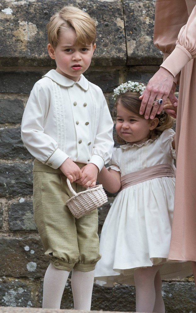 Princ George se sestřičkou Charlotte na svatbě tety Pippy, 2017