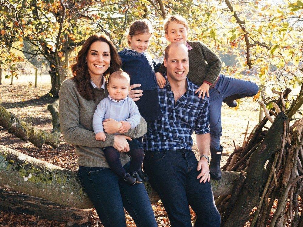 Oficiální vánoční snímek královské rodiny, 2018