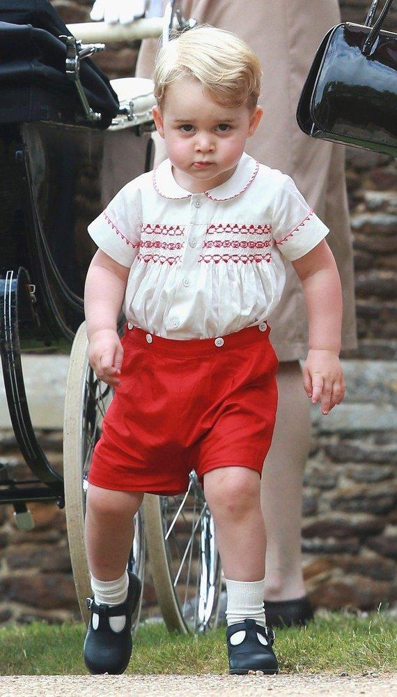 Princ George na křtinách své malé sestřičky Charlotte, 2015