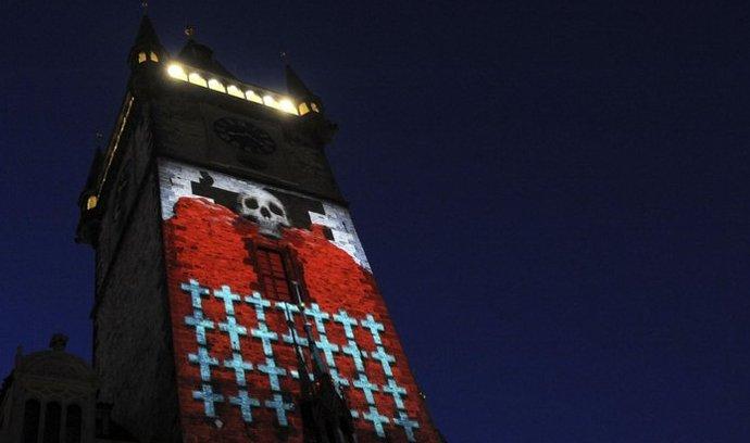 Projekce na věž Staroměstské radnice představila nejen výstavbu této památky, ale připomněla také významné okamžiky českých dějin.