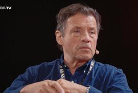 Umění byl útěk od starostí a politiky. Co by o dnešní době asi řekl Havel? Petr Sís o útlaku a letech v emigraci