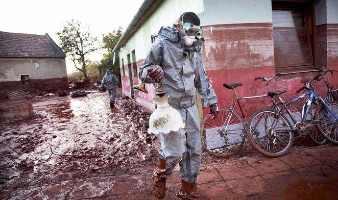 protržená nádrž v maďarské hliníkárně