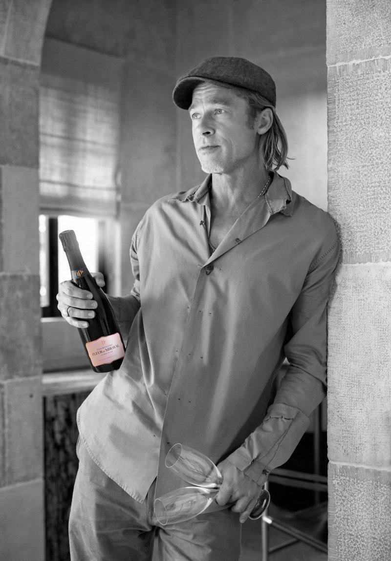 Brad Pitt se svým vínem Miraval.