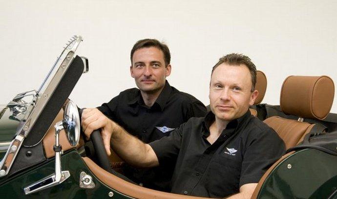 První showroom značky Morgan v Česku otevřeli Jan Zvelebil(vlevo) a Mark Ledington