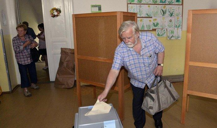 První voliči na základní a mateřské škole Květnového vítězství na pražském Chodově