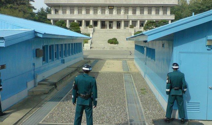 Prvním cílem severokorejské agrese by zřejmě byl její jiřní soused (Na snímku hranice obou zemí)