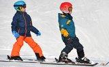 Vyberte správnou velikost lyžařského vybavení pro děti. Stačí metr, papír a tužka