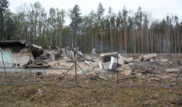 Pyrotechnici se 20. října ve Vrběticích, části obce Vlachovice na Zlínsku, při průzkumu dostali až k epicentru výbuchu, který v areálu 16. listopadu zničil muniční sklad. Termokamerou změřili teplotu, která v několika doutnajících ohniscích byla stále až 140 stupňů Celsia.
