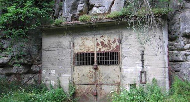 Továrna v podzemí