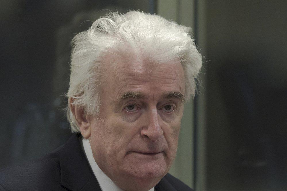 Vůbec bosenských Srbů Radovan Karadžič u soudu OSN v Haagu. Za genocidu dostal doživotí za mřížemi (20.3 2019)