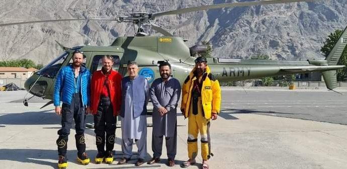 Čeští horolezci Petr a Jakub už jsou v bezpečí: Pomohla jim helikoptéra