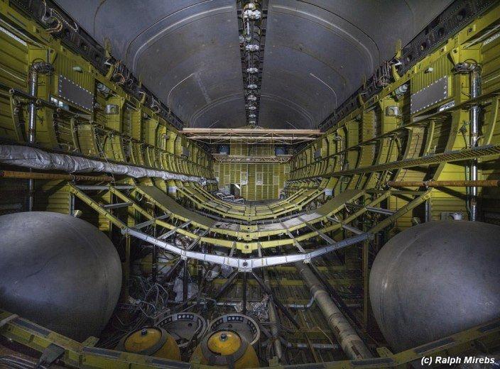 Rusové zanechali svoji pýchu, raketoplán Buran, v opuštěném hangáru v Kazachstánu. Je tam pořád