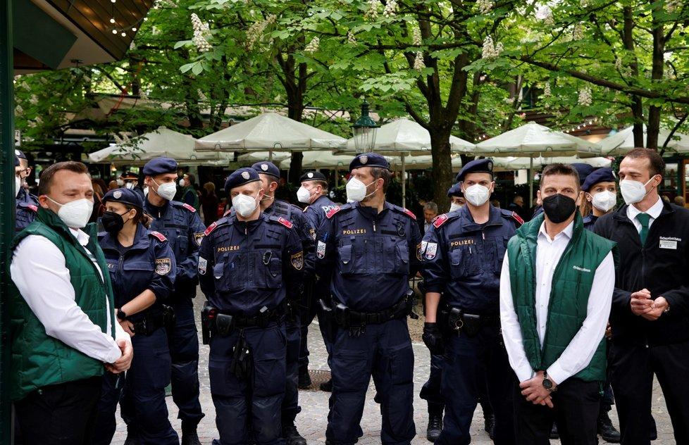 Koronavirus v Rakousku: Otevření zahrádek restaurací za přítomnosti kancléře Sebastiana Kurze (19.5.2021)