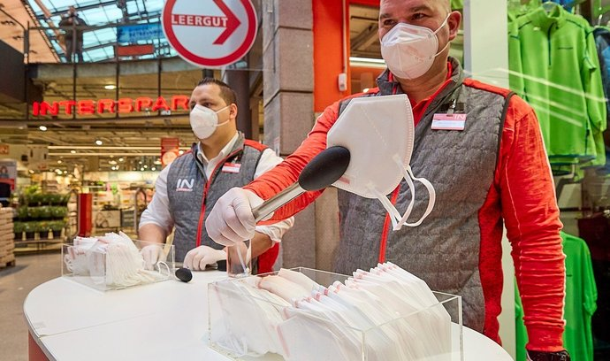 V posledních dnech v Rakousku přibývá mezi 1000 a 1500 případy denně.