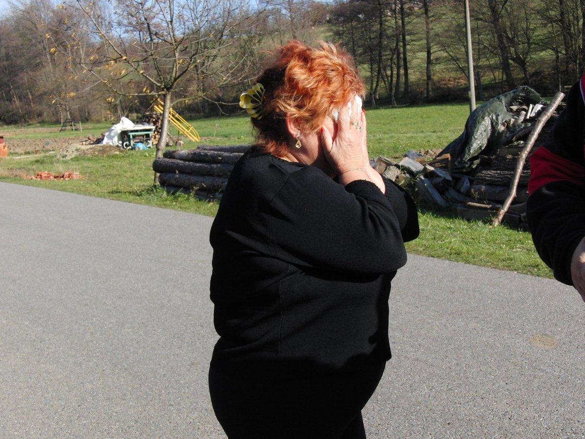 Zdrcená babička Klárky a Beáty přispěchala za rodinou až z Prostějova.