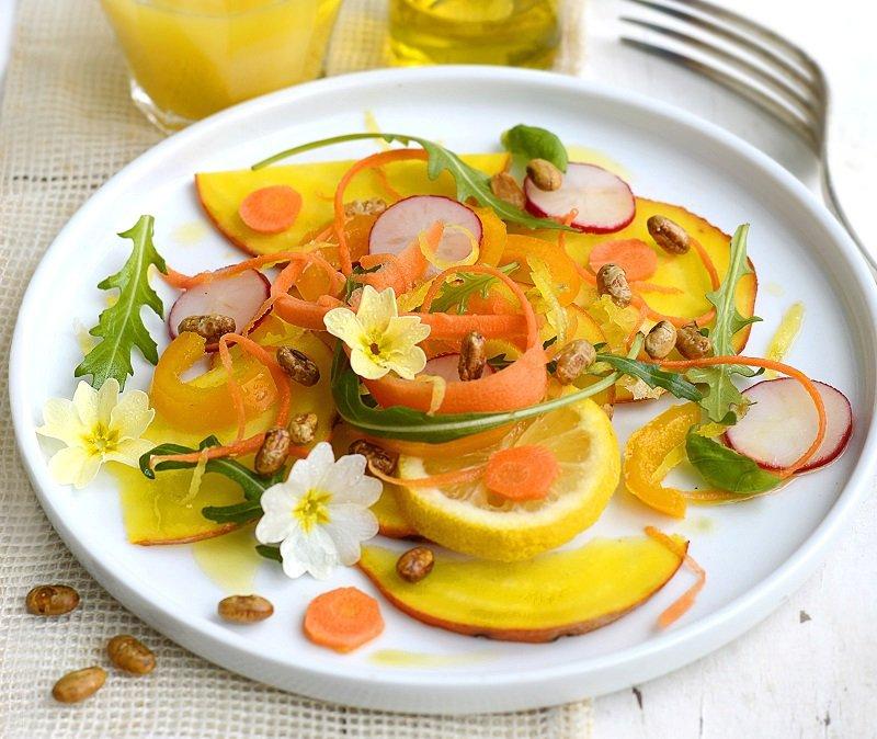 Mrkvový salát s praženou sójou