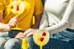 POTŘEBUJETE: led 5 cl Becherovky Lemond 15 cl Schweppes Indian Tonic citron maliny