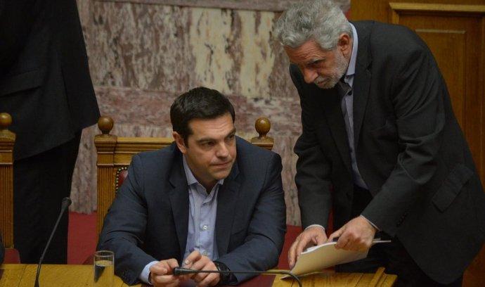 Řecký premiér Alexis Tsipras (vlevo)