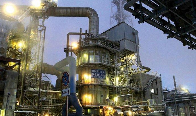 rekordman. Největším projektem, který loni do Ruska pojistila exportní pojišťovna EGAP, je zakázka za téměř tři miliardy korun pro českou inženýrskou firmu Chemoproject Nitrogen. Jde o projektování a modernizaci chemičky na výrobu hnojiva pro ruskou společnost PhosAgro v Čerepovci.