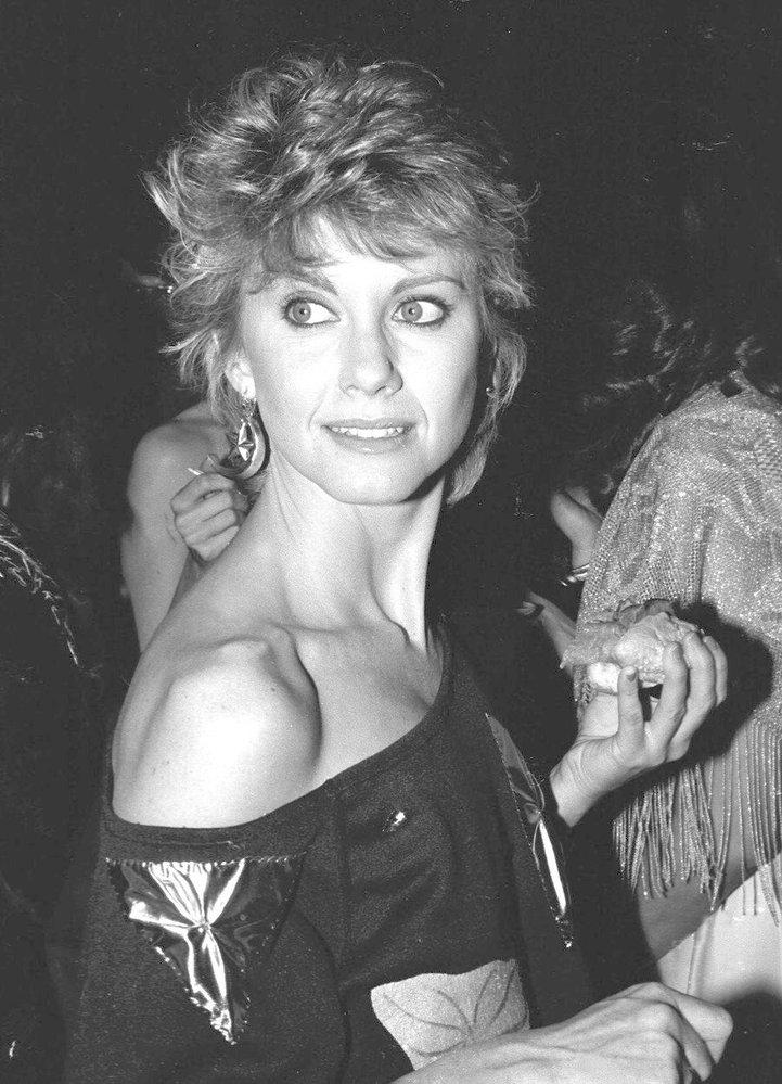 1982 - krátké vlasy nahoře a delší vzadu, tzv. mullet