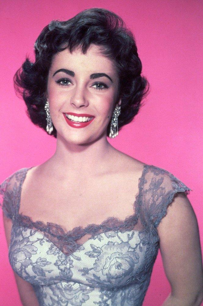 1963 - výrazné obočí a oční linky