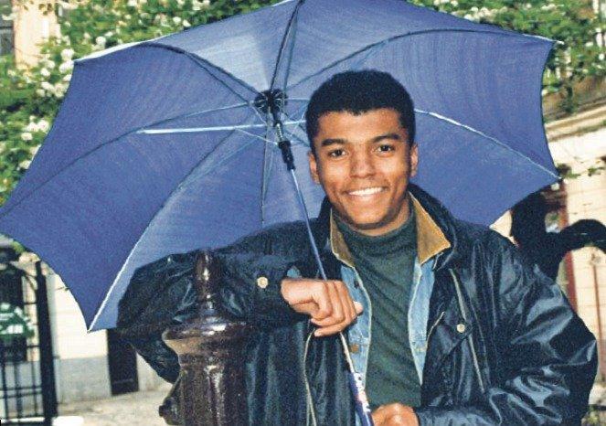 Všichni si ho pamatují jako toho s tím deštníkem.