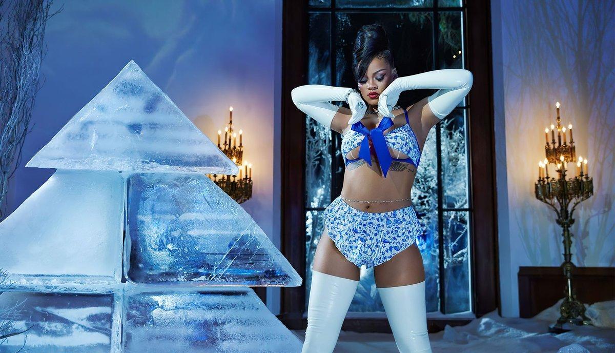 Rihanna předvedla novou kolekci spodního prádla.
