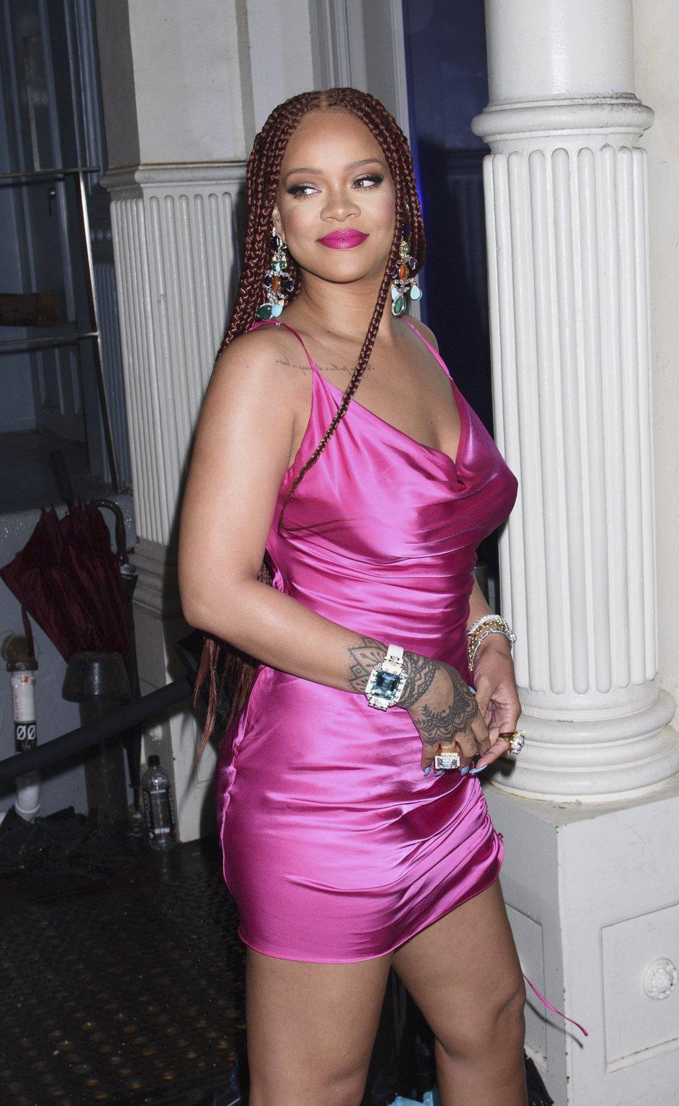 Zpěvačka se do Londýna přestěhovala za přítelem, saúdskoarabským obchodníkem Hassanem Jameelem.